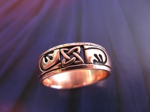 Solid copper Celtic Knot band Size 8 ring CTR1904 - 1/4 of an inch wide.