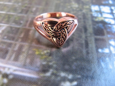Solid copper Celtic Knot band Size 8 ring CRI657-8 -  1/2 of an inch wide.