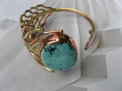 Women's 7 Inch Brass and Copper Cuff Bracelet CB324-JZ- 11/2 inches wide. - More brass than copper on this design.