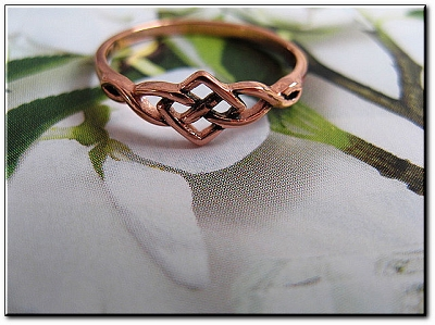 Solid copper Celtic Knot band Size 4 ring CTR1751 - 3/16 of an inch wide. Very Petite.