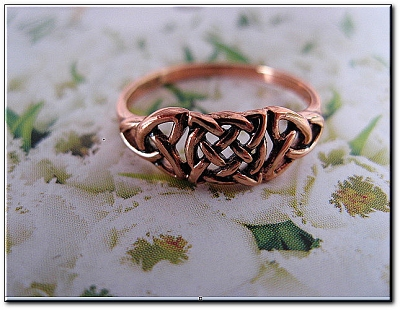 Solid copper Celtic Knot band Size 8 ring CTR1753- 1/4 of an inch wide.