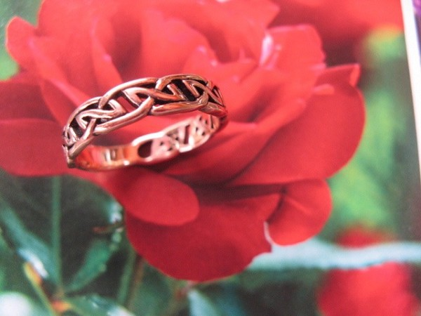 Solid copper Celtic Knot band Size 9 ring CRI504- 1/4 of an inch wide.