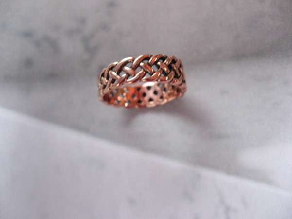 Solid copper Celtic Knot band Size 9 ring CRI885- 1/4 of an inch wide.