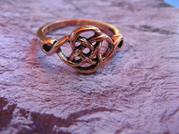 Solid copper Celtic Knot band Size 8 ring CR091 -3/8 of an inch wide.