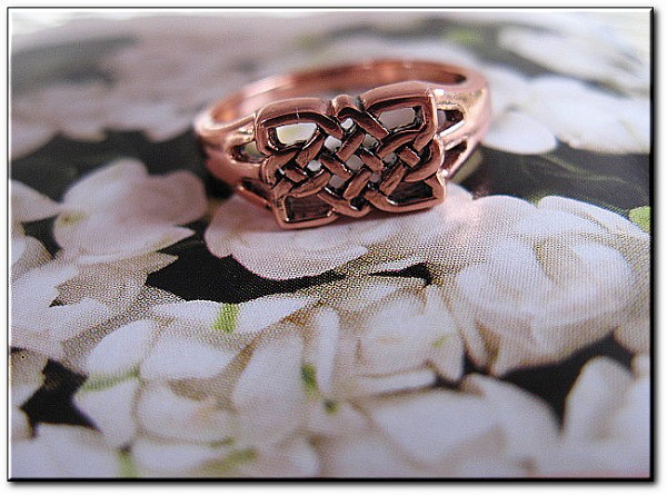 Solid copper Celtic Knot band Size 9 ring CTR3391 - 5/16 of an inch wide.