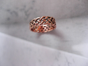Solid copper Celtic Knot band Size 8 ring CRI885- 1/4 of an inch wide.