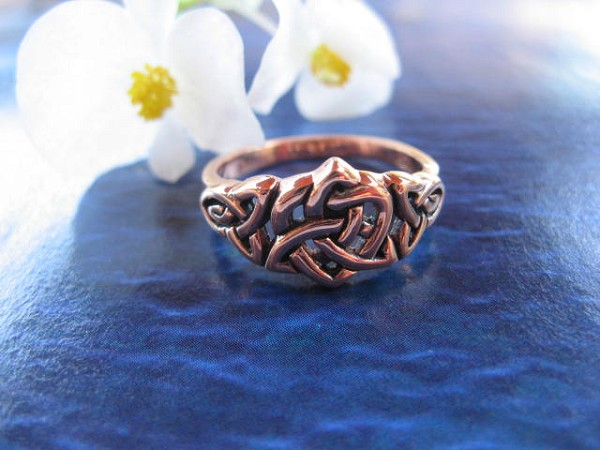 Solid copper Celtic Knot band Size 8 ring CRI1694 - 3/16 of an inch wide.