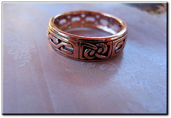 Solid copper Celtic Knot band Size 8 ring CTR1902 - 1/4 of an inch wide.